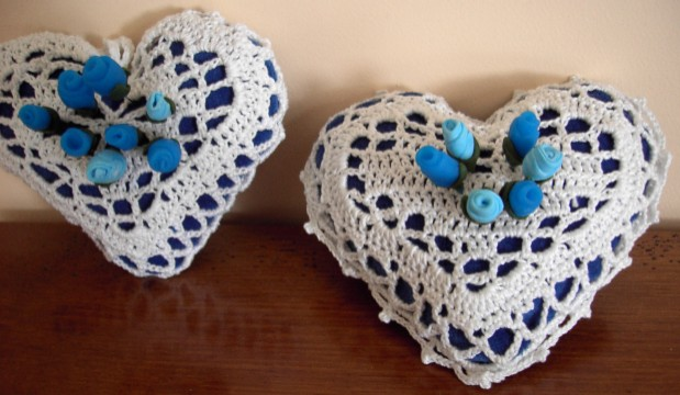 coussin coeur en crochet centerblog. Black Bedroom Furniture Sets. Home Design Ideas