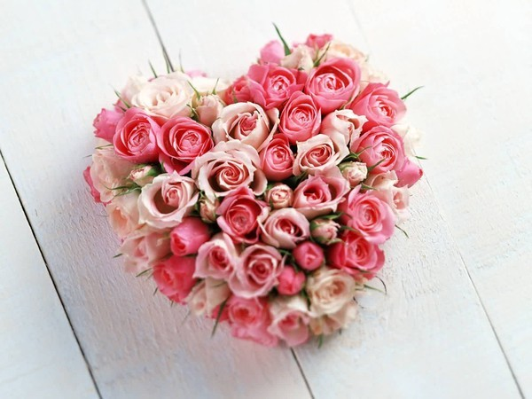 Superbe bouquet de rose en coeur centerblog - Bouquet de fleur en coeur ...