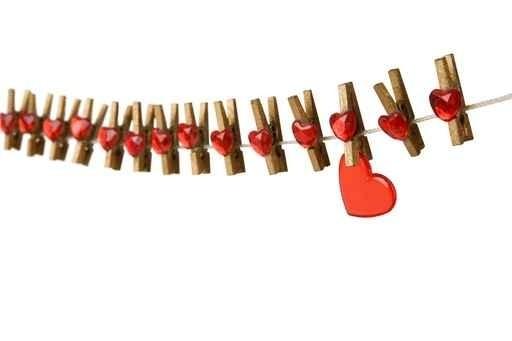 ligne de coeur avec pingle a linge et coeur centerblog. Black Bedroom Furniture Sets. Home Design Ideas