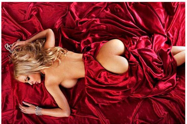femme avec son coeur tres tres sexy!