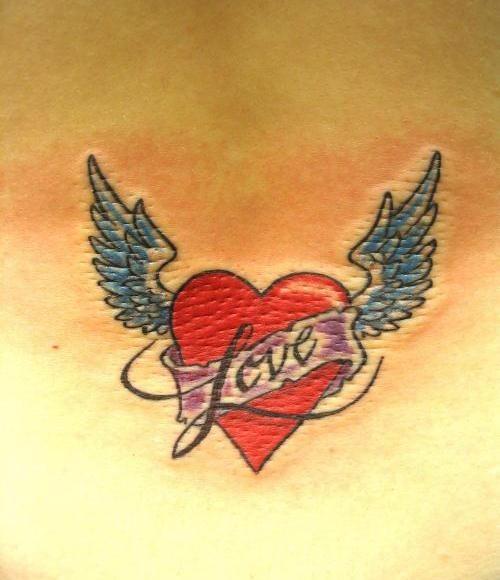 Tatouage. Coeur avec des ailes